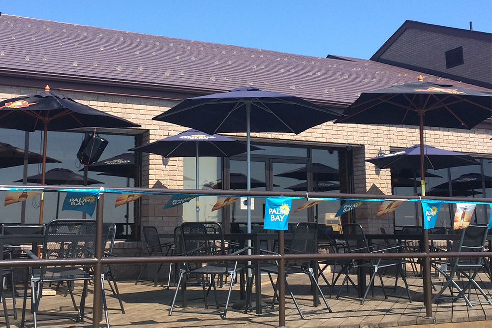 patio, roosters bar and grill, new liskeard restaurants